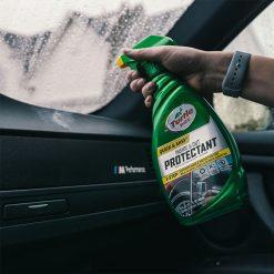 Dung dịch bảo dưỡng nhựa và cao su Turtle Wax Inside & Out Protectant 680ml